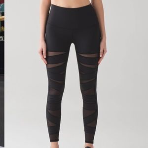 Lululemon Black Wunder Under Tech mesh leggings 10
